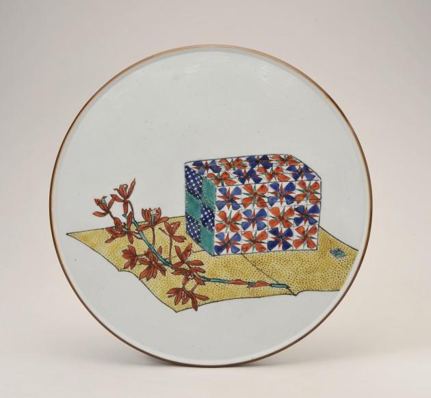 LOT.62 富本憲吉「色繪陶板」  D35.0cm 見込みに描き銘「富」 共箱  1941(昭和16)年作 ¥1,200,000~¥1,800,000